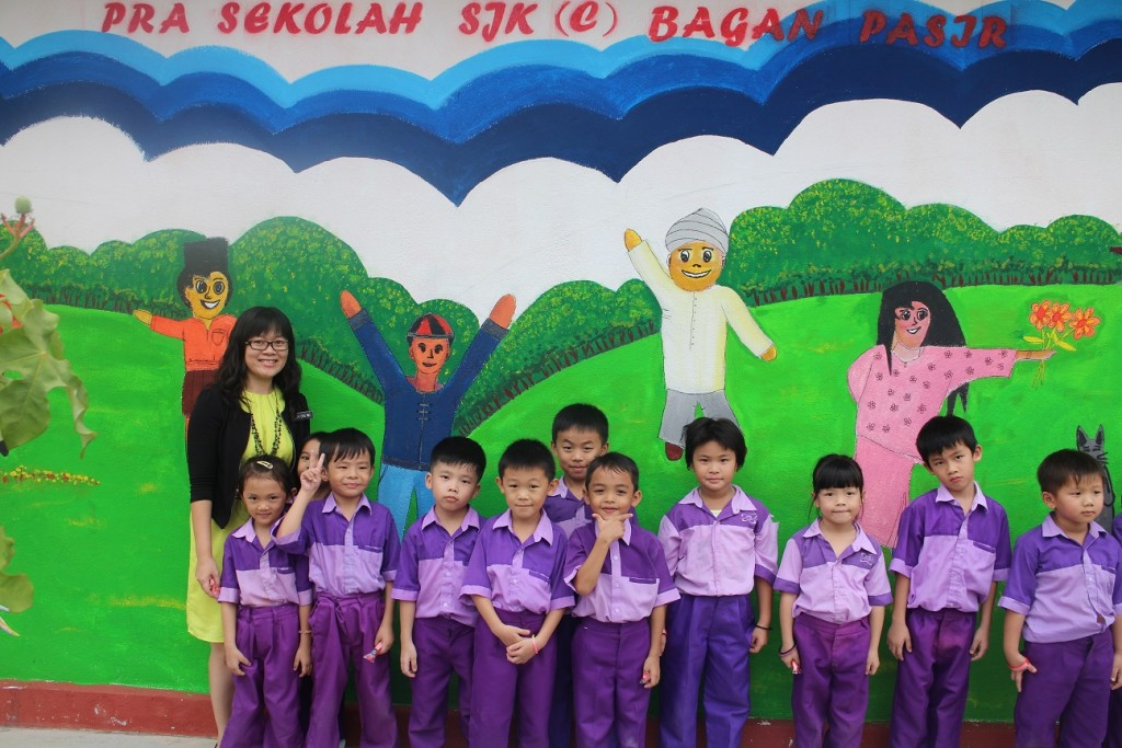 kids with mural resize